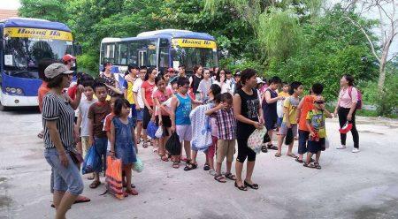 Học sinh háo hức tập trung tham gia trại hè