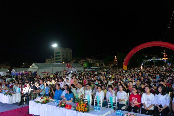 Hàng ngàn người tham dự Chương trình Chào Hè 2019